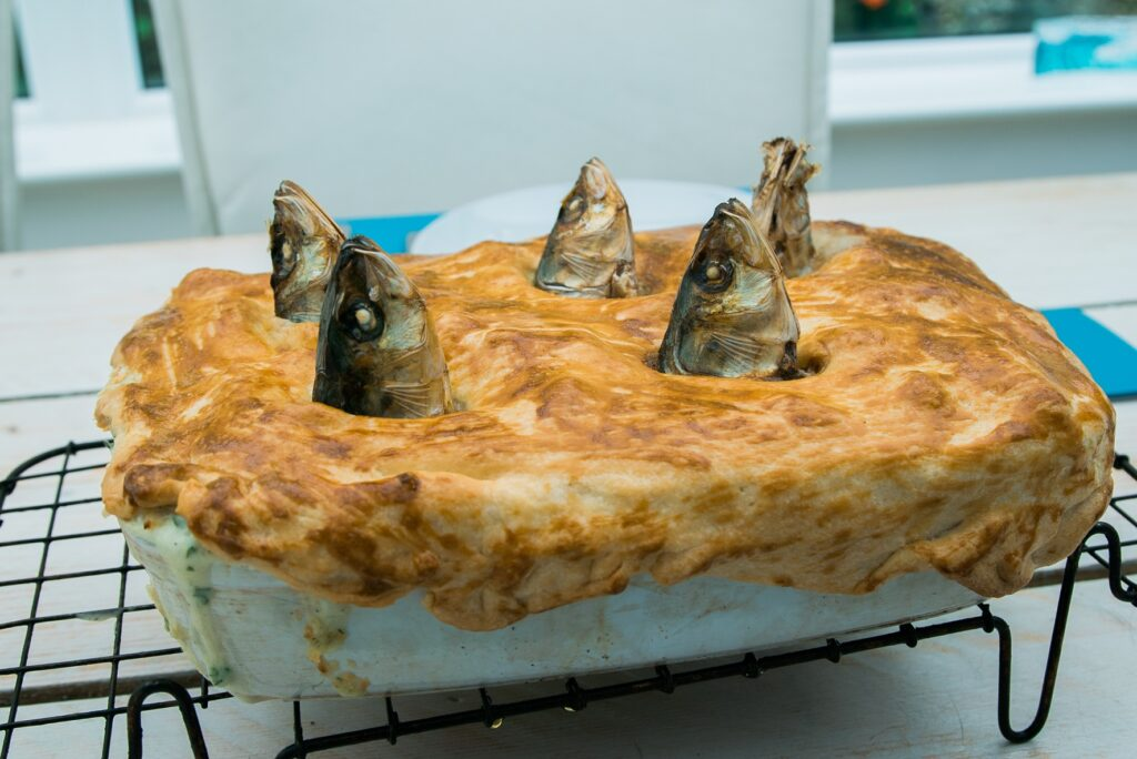how to cook Stargazy pie